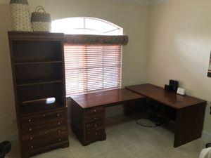 Office Corner Desk Set - Stanley furniture for Sale in Hialeah, FL