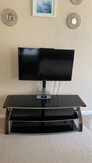 Samsung Tv and tv stand for Sale in Newark, CA