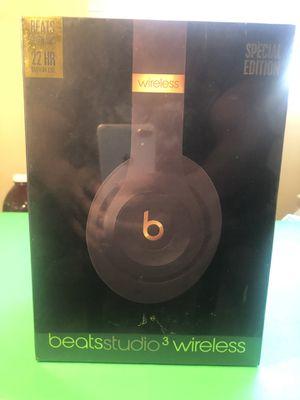Black & Gold Dre Beats Studio 3.0 for Sale in St. Petersburg, FL