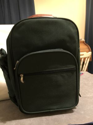 Never used insulated backpack picnic set with detachable bottle holder for Sale in Fort Worth, TX