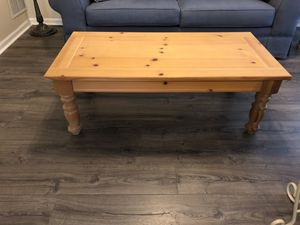 Set of pine living room tables/ Broyhill for Sale in Acworth, GA