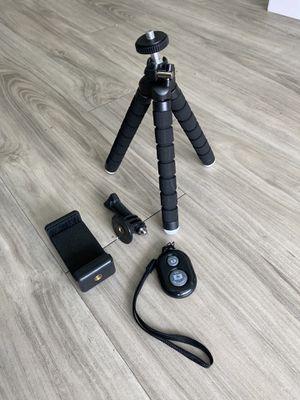 Smartphone/camera flexible tripod with Bluetooth remote for Sale in Tampa, FL