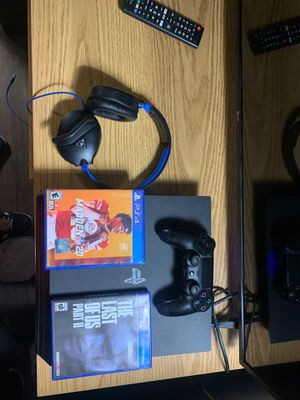 PS4 Pro 1 TB, 2 Turtle beach headsets and 2 games for Sale in Austin, TX