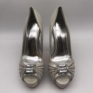 Aldo Silver Metallic Fabric Heels Size 36 / 6 for Sale in El Cajon, CA