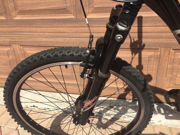 Giant Boulder SE mountain bike.