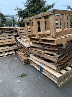 FREE PALLET!! for Sale in Portland, OR