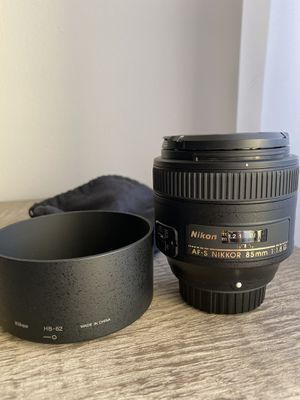 Like new. Lens hood, dust bag. AF-S Nikkor 85 mm 1:1.8 G for Sale in Downers Grove, IL