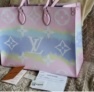 Louis Vuitton Escale Onthego Pastel Tote bag for Sale in New York, NY