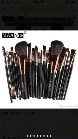 Maange 22pcs professional makeup brushes for Sale in Wildwood, MO