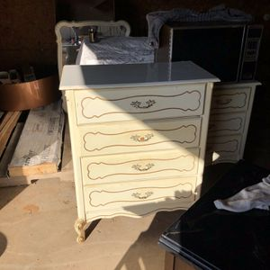 Dresser, Chest Of Drawers, & Mirror for Sale in Buffalo Gap, TX
