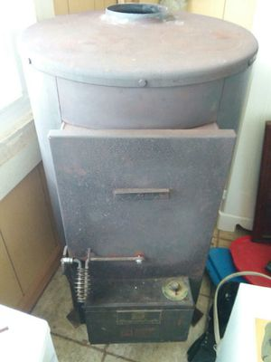 Shenandoah wood heater w/stove pipe w/damper for Sale in Crewe, VA