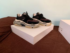 Balenciagas trippie s black and burgundy for Sale in Alexandria, VA