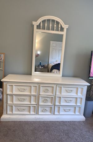 Dresser with mirror for Sale in Nolensville, TN