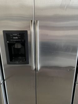 Ge Side By Side Fridge for Sale in Stockton,  CA
