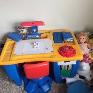 Kids Desk And Chair for Sale in Pickerington, OH