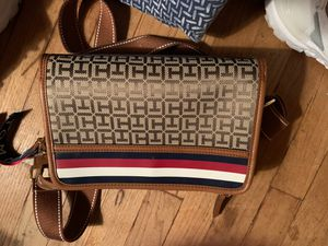 Tommy Hilfiger Bag for Sale in Binghamton, NY