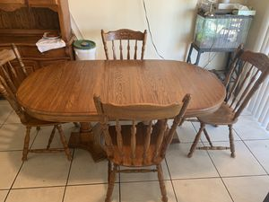 Sturdy Kitchen Table with leafs for Sale in Las Vegas, NV