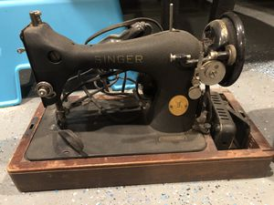 Antique Singer Sewing Machine with original wooden case for Sale in Washington, DC