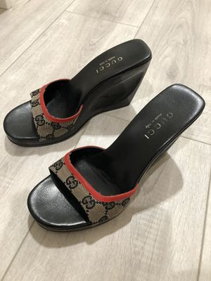 Gucci sandals Used but in great shape size 7 for Sale in Pico Rivera, CA