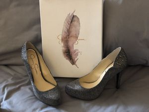 Pehyton Jessica Simpson size 8 in Pewter for Sale in Fife, WA