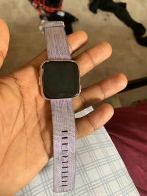 Fitbit versa watch (come with Charger) for Sale in New Castle, DE
