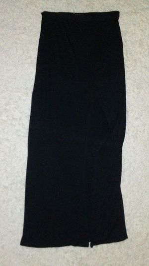 Black maxi skirt with mid thigh slit SIZE MEDIUM NO HOLES NO STAINS SMOKE FREW for Sale in Las Vegas, NV