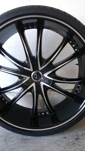24 inch rims no tires very clean for Sale in Los Angeles, CA