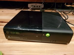 Xbox 360 e 500gb with 9 games 2 controllers & for Sale in Bellevue, WA