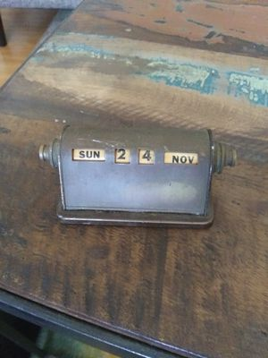 Brass desk calendar works great for Sale in Fontana, CA