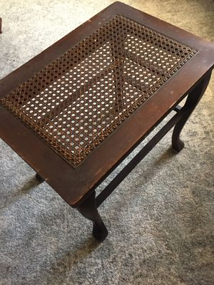 Raton side table. (Antique) for Sale in San Diego, CA