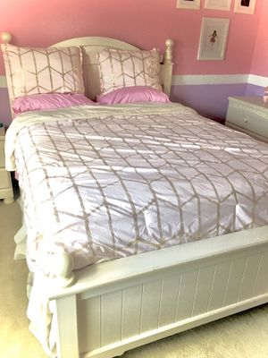 Four Piece Ivory Bedset for Sale in Sherwood, OR