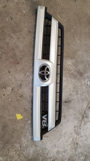 2003-2005 toyota 4runner grille OEM for Sale in San Marcos, CA