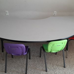 Kidney Table & 4 Lifetime chairs for Sale in Pleasant Hill, CA