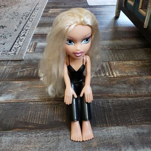 """Collectible Bratz Funky Fashion Makeover Cloe Doll Full Body Sitting Styling Head 2003 MGA 12"""" TALL (Like-New / Reconditioned) for Sale in Las Vegas, NV"""