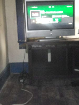 40 2 a 42 inch TV where is good no remote for Sale in Kannapolis, NC