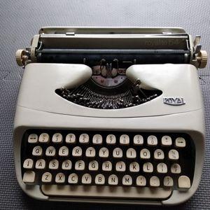 1963 Royal Royalite 64 Typewriter for Sale in Avon, CT