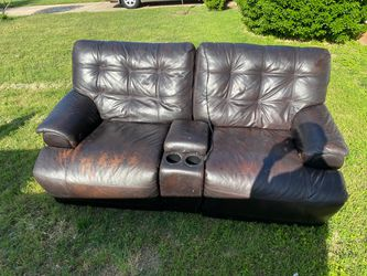 Recliner couch with USB ports MPU! for Sale in San Angelo,  TX
