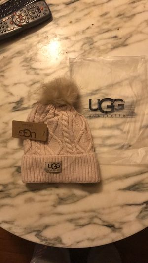 ❤️ Cable knit UGG beanie hat with fleece lining and Pom Pom ❤️ for Sale in Lindenwold, NJ