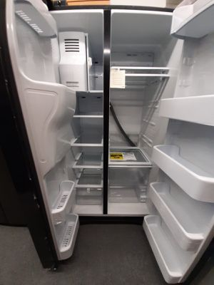 REFRIGERATOR for Sale in Kissimmee, FL