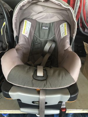 Chicco keyfit infant car seat with base (2) for Sale in Tempe, AZ