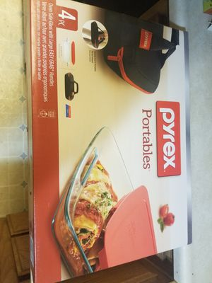 Pyrex portable cooking dish for Sale in Hemet, CA