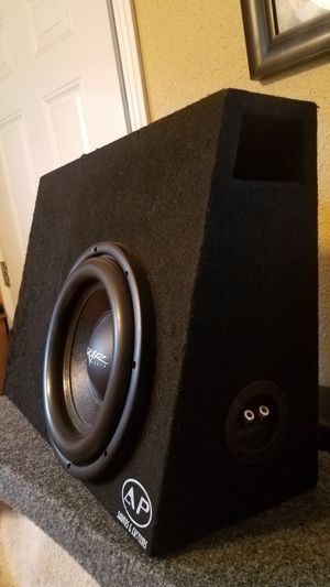 """Skar Audio 10"""" dual 4ohms 500rms in Groundshaker ported box for Sale in Los Angeles, CA"""