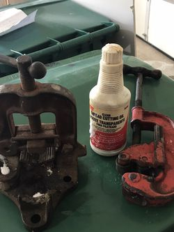 Iron Pipe Vise, Cutter, 2 Sets Of Threaders, Threading Oil for Sale in Springfield,  IL