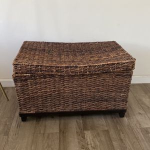 Wicker Large Storage Trunk for Sale in Beverly Hills, CA