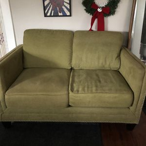 Loveseat, Like New Condition for Sale in Tacoma, WA
