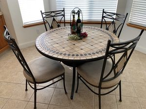 Round Mosaic kitchen table and 4 chair set for Sale in Ripon, CA