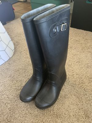 Tall rain boots size 7.5-8, scuffs in front as pictured but overall good condition! for Sale in Chicago, IL