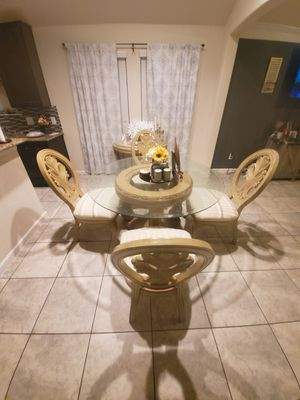Dinner table or breakfasts table for Sale in Houston, TX