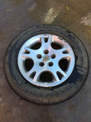 Dodge Grand Caravan tire for Sale in Macon, MS