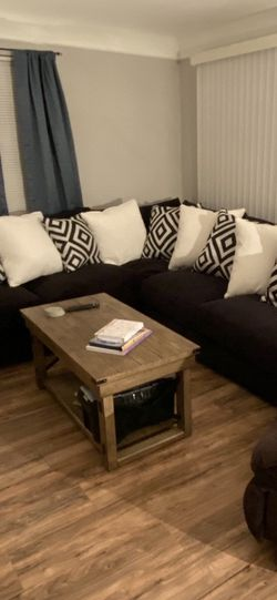 Large sectional Couch for Sale in Euclid,  OH